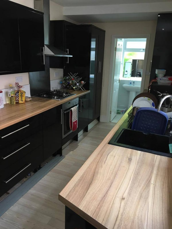 39 5 bedroom property close to nottingham and uon 39 room to for Living room nottingham