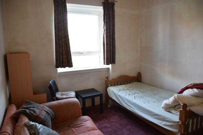 39 student room available for immediate entry 39 room to rent. Black Bedroom Furniture Sets. Home Design Ideas