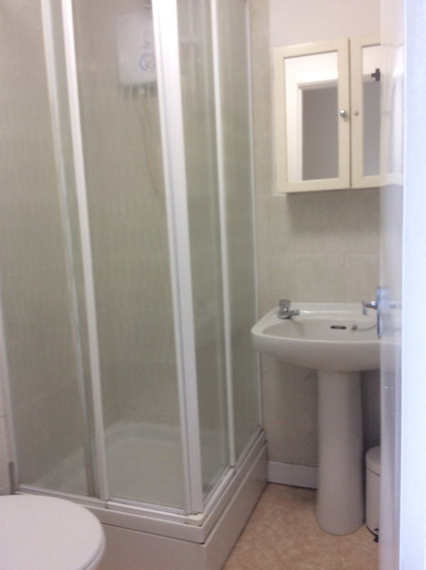 Self Contained Bedsit Available To Rent In Dudley Room