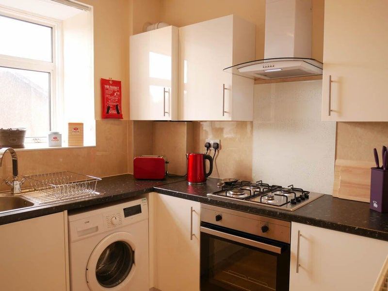 39 perfect home away from home for contractors 39 room to rent for Cuisine kitchen polmont