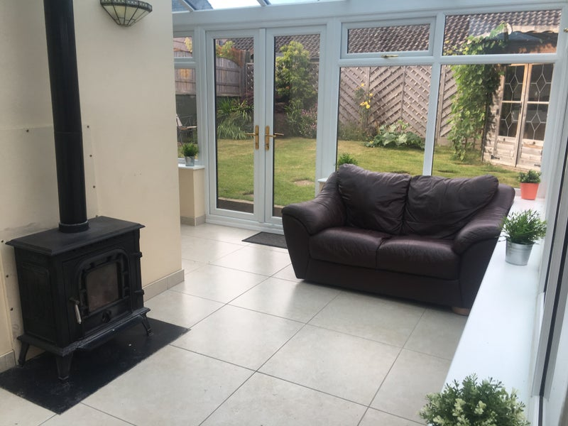 Large Double Bedroom In Beautiful Semi Detached Room To