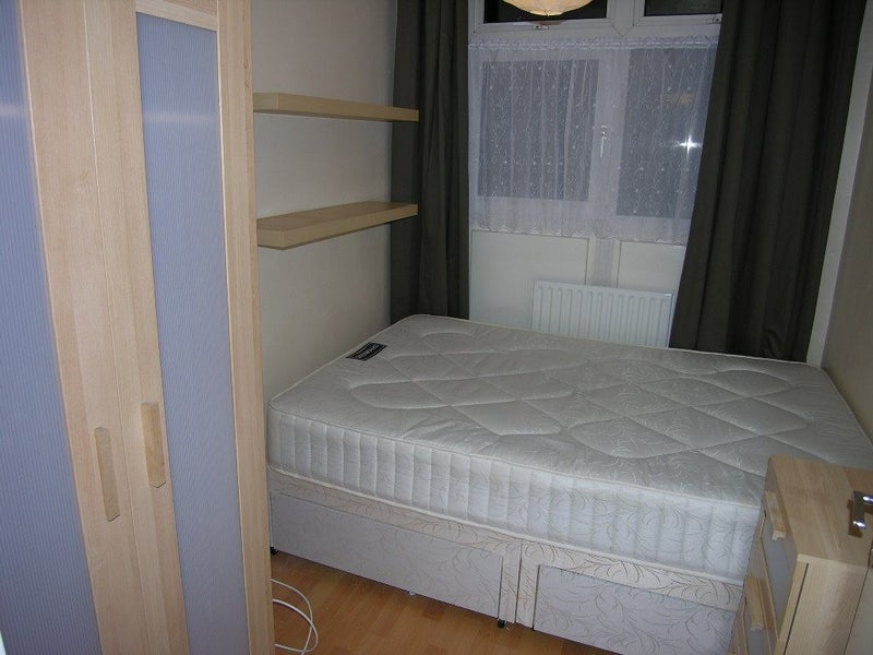 small double room in 4 bed flat for gay male from spare