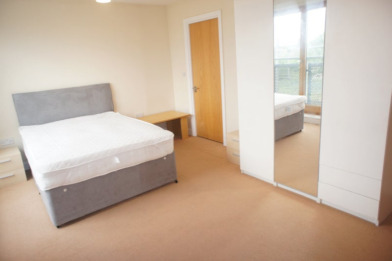 39 2 bed 2 bath flat with balcony bethnal greetn 39 room to for Furniture xpress bethnal green