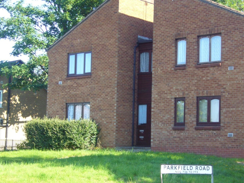 1 Bed Flat  DSS OK  over 35  ONLY £150 to move in' Room to Rent from