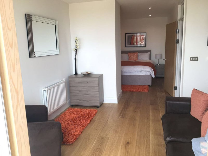 We Are Pleased To Offer This Brand New And Extremely Spacious Studio  Apartment Set In The Much Sought After Development Of Merchants Walk, E3.