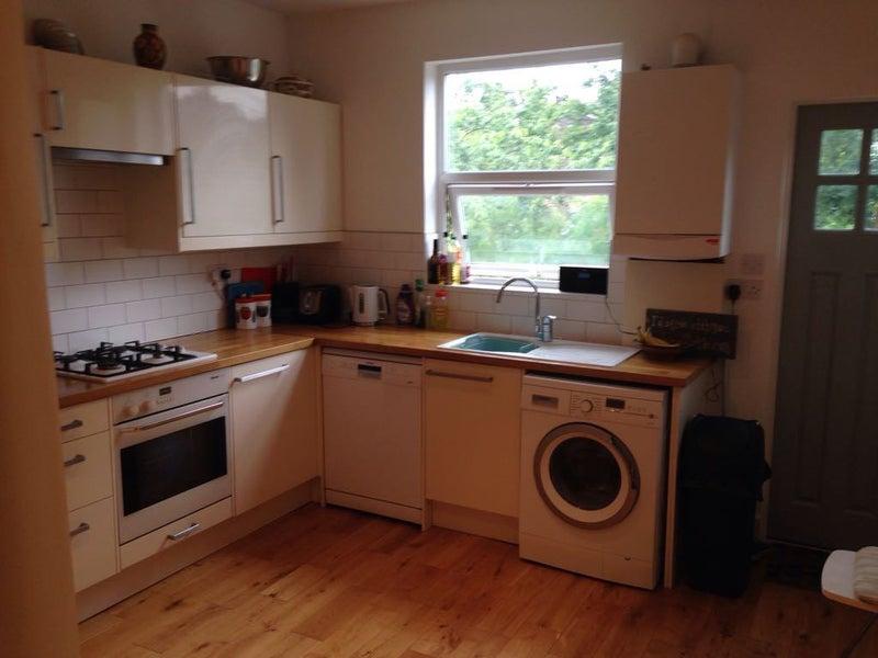 Room To Rent In Willesden Junction