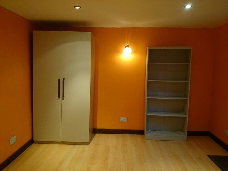 Massive Double And Box Room At Ilford Room To Rent From - Box room