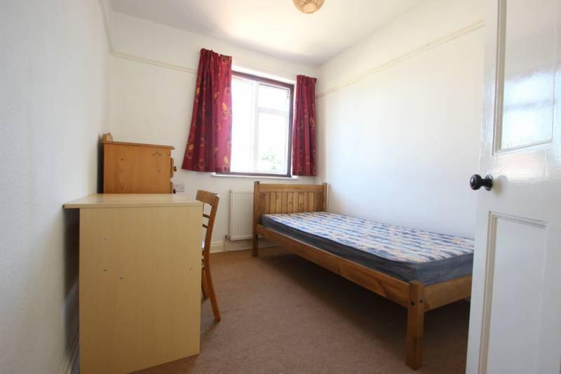 Single Room In Cowley Road