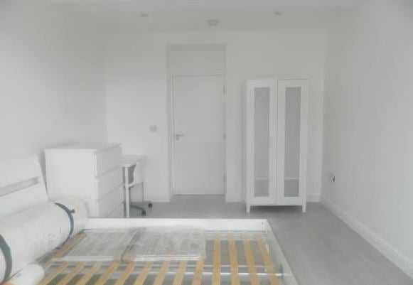 Newly refurbished flat share with very large room! Main Photo