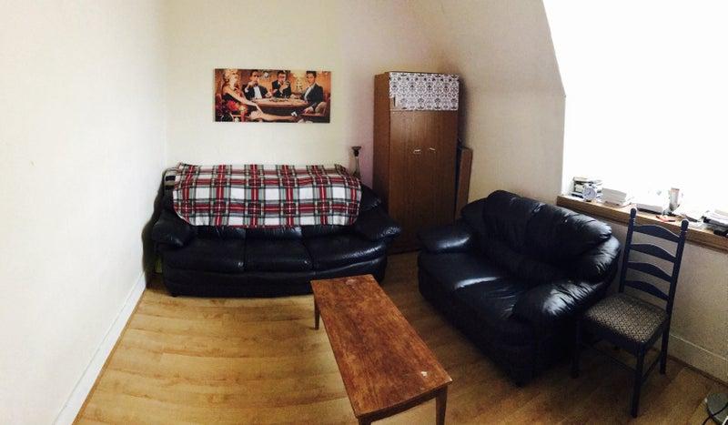 39 1 room in a spacious 2 bedroom flat near uni abdn 39 room. Black Bedroom Furniture Sets. Home Design Ideas