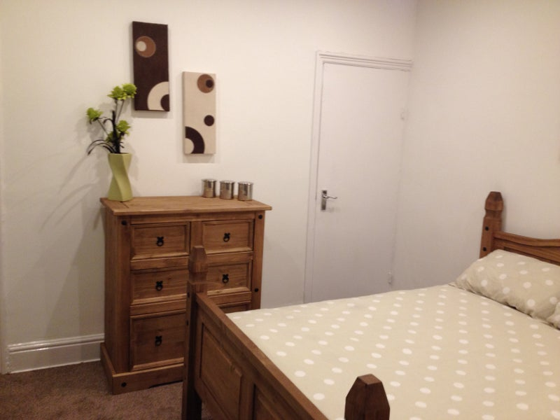 beautiful double ensuite room avaliable from spare room. Black Bedroom Furniture Sets. Home Design Ideas