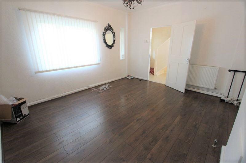 39 bethnal green whole property 5 rooms garden 39 room for Furniture xpress bethnal green