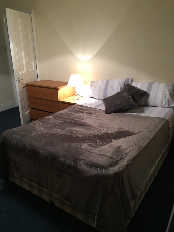 Large sunny double room for couple / single Main Photo