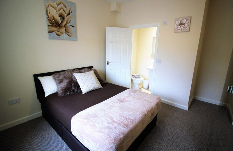 5 Bed En suite House Share ! SKELLOW Doncaster  Main Photo