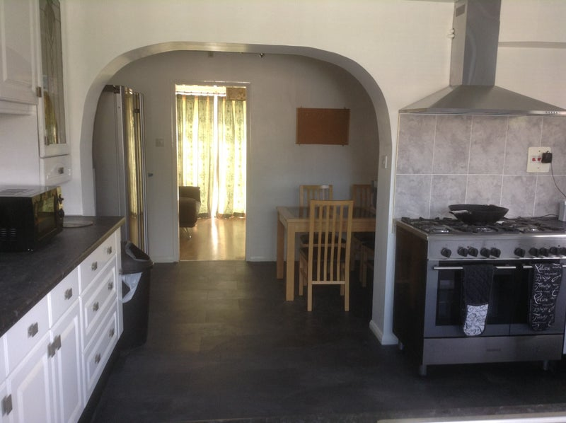 Well located 4 Bed house Main Photo