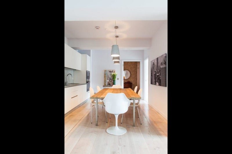 39 fantastic 2 bedroom in soho 39 room to rent from spareroom for Lift furniture to second floor