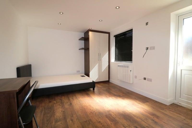 luxury studio flat bills included wifi room to rent from spareroom