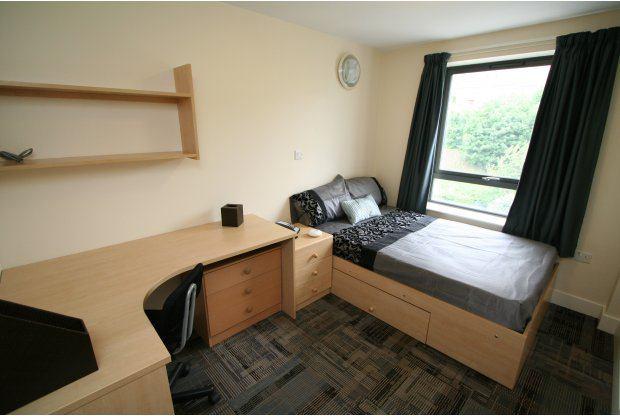 39 student room at the triangle available leeds 39 room to for Habitaciones para estudiantes universitarios