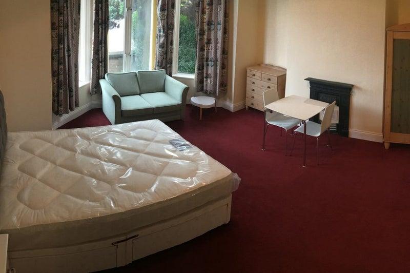 39 Refurbished Studio Flat In Ashton Under Lyne 39 Room To Rent From Spareroom