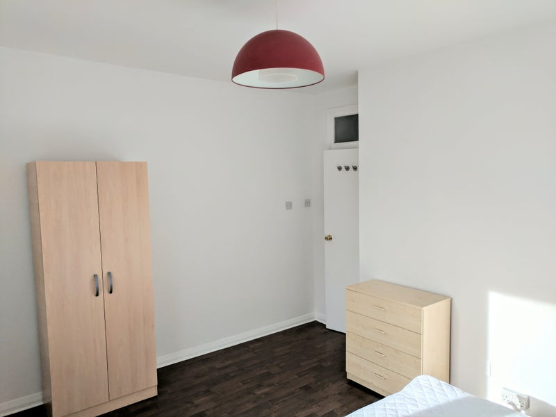 39 large bright double room bethnal green e2 39 room to rent for Furniture xpress bethnal green