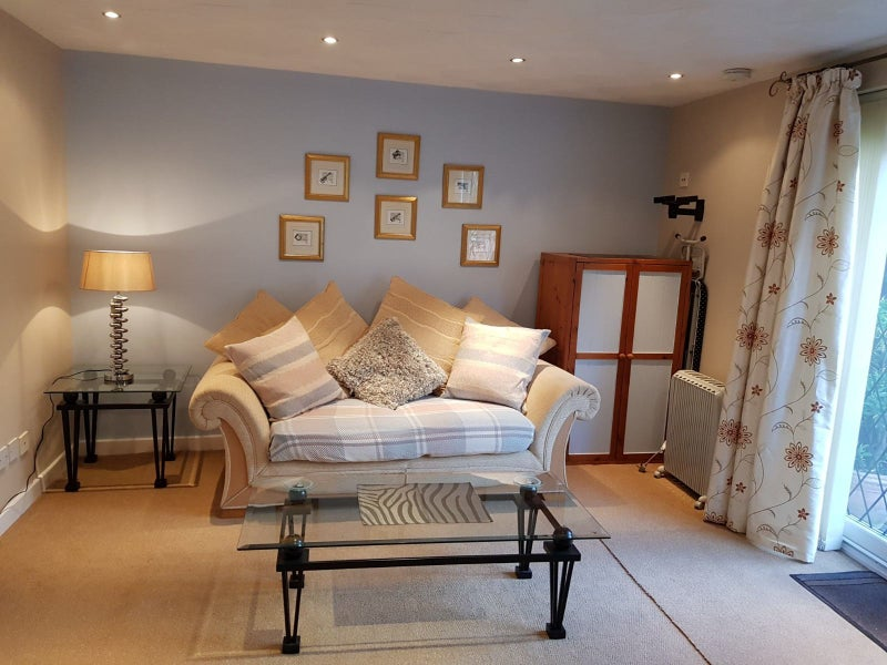 Private room with own lounge and ensuite available Main Photo