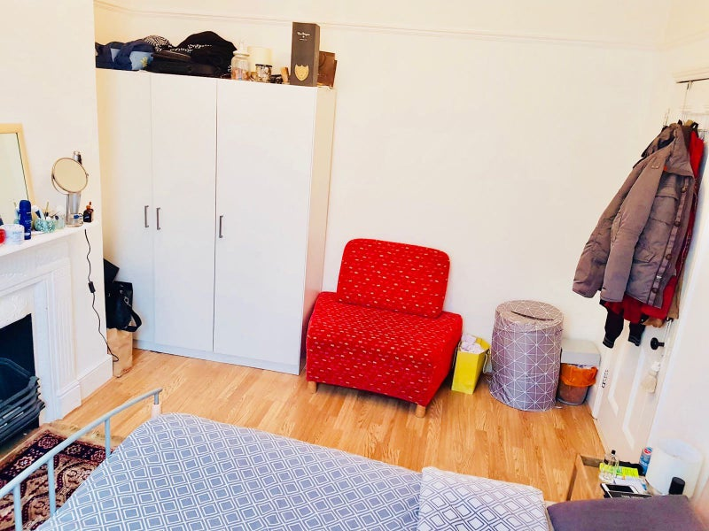 Single Room For Rent In Northfields Station