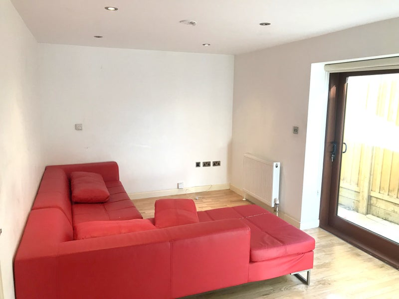 stunning one bed apartment to let dss welcome room to