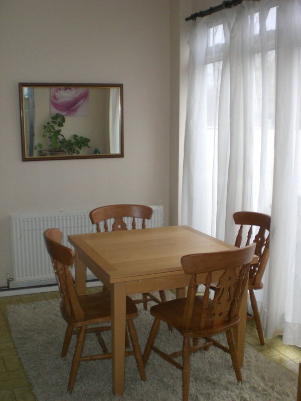 Room To Rent In Cheam