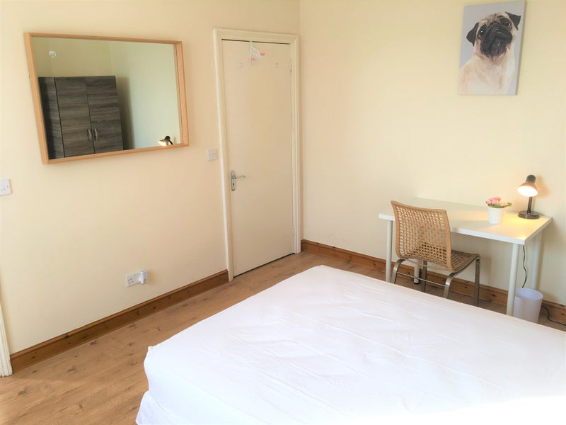 Ensuite Room To Rent In Hendon