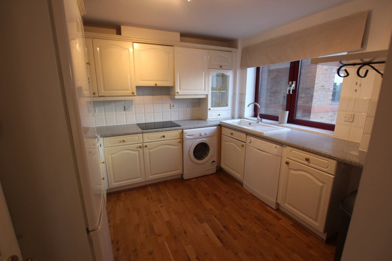 39amazing 2 bed flat to rent in sw639 room to rent from for Discount bathrooms fulham