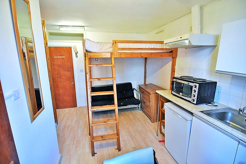 39 fully furnished studio with mezzanine sleeping 39 room to rent from spareroom. Black Bedroom Furniture Sets. Home Design Ideas