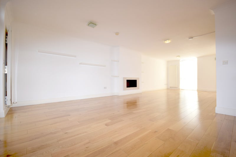 Stunning Four Bedroom House In Swiss Cottage Room To