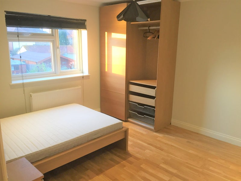 Modern Rooms in Romford! Near Queens Hospital!\' Room to Rent from ...