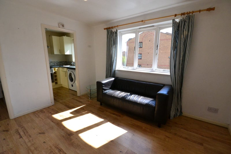 studio flat new cross gate zone 2 1 2people room to rent from