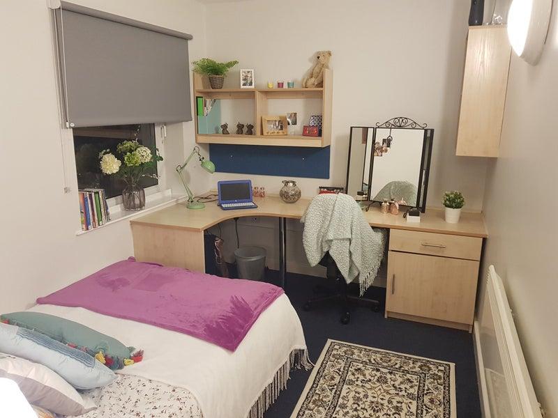 39 2 x charlotte court sheffield for rent students 39 room. Black Bedroom Furniture Sets. Home Design Ideas