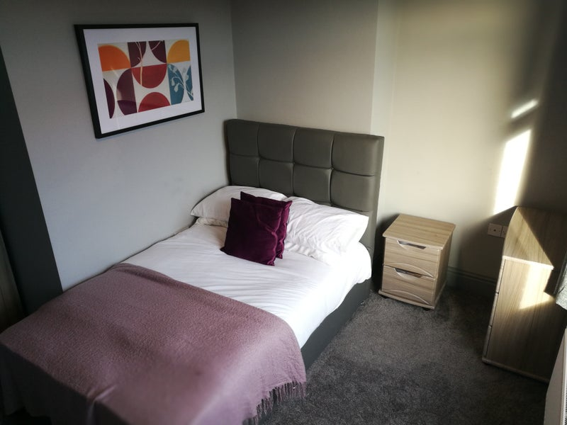 Photo 1: Great double room available
