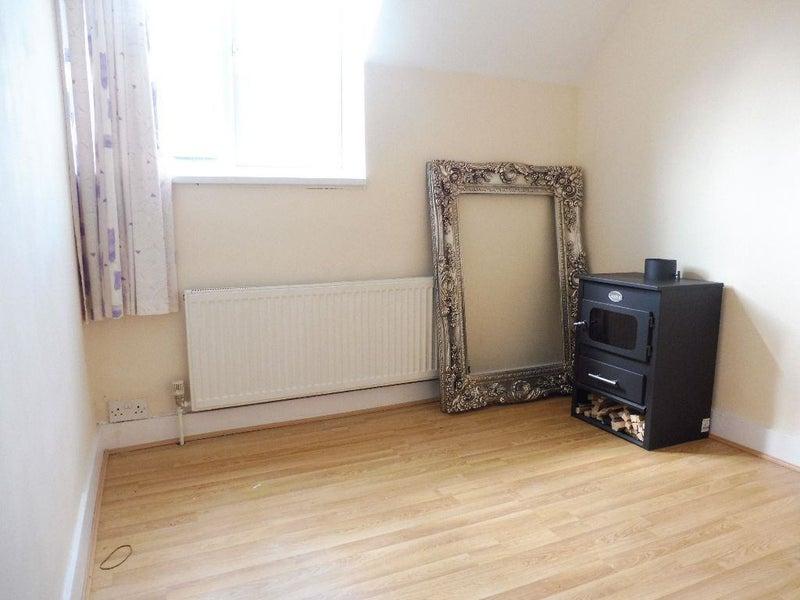 39 Single Bedroom To Rent In Edmonton N9 39 Room To Rent From Spareroom