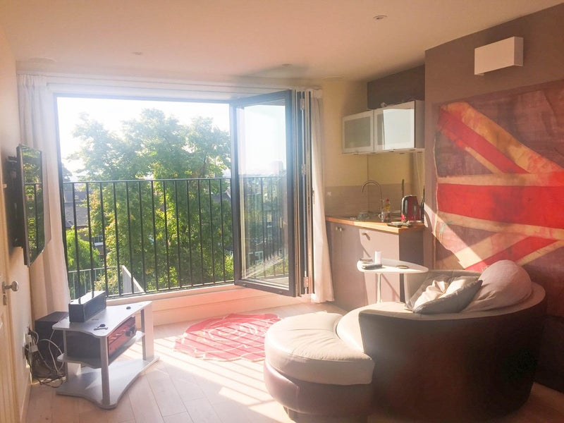 Beautiful En Suite Shower Room, Kitchenette, South Facing Roof Terrace,  Panoramic Views, Large Surround Sound TV, Sound Insulation, Comfy Big Bed  And Two ...