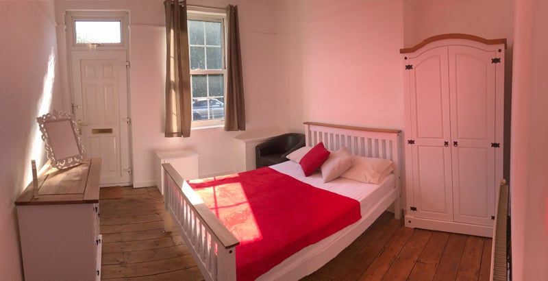Spacious double room (available)