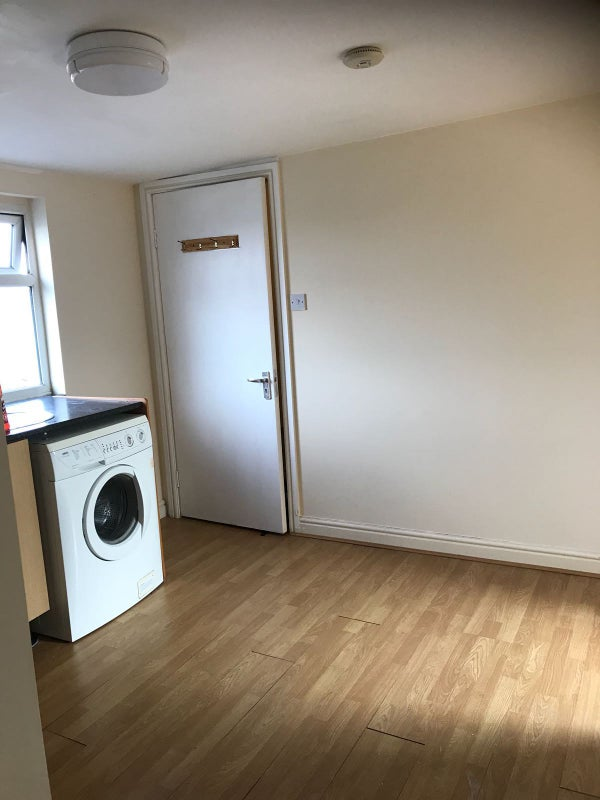 39 One Bed Studio With All Bills Included 39 Room To Rent From Spareroom
