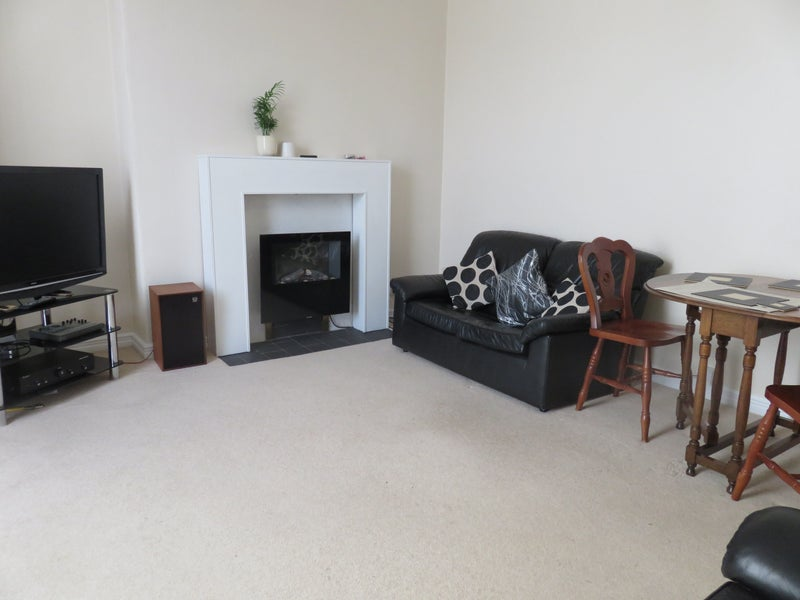 39 furnished double room for let near ari aberdeen 39 room. Black Bedroom Furniture Sets. Home Design Ideas