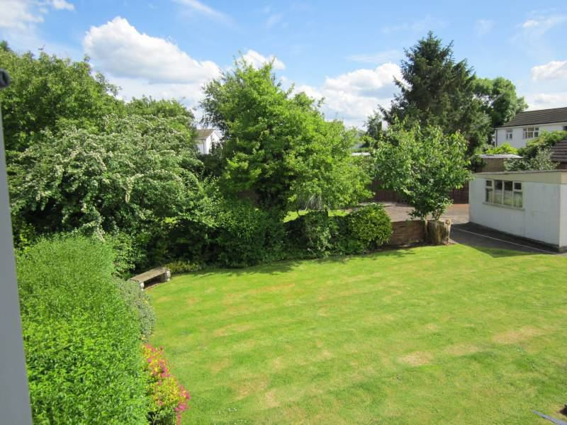 Spacious house, large sunny garden, offstreet park\' Room to Rent ...