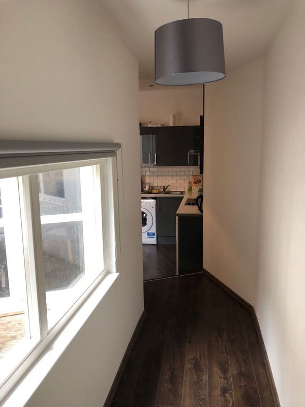 39 1 bed flat brixton hill sw2 39 room to rent from spareroom for Minimalist house brixton