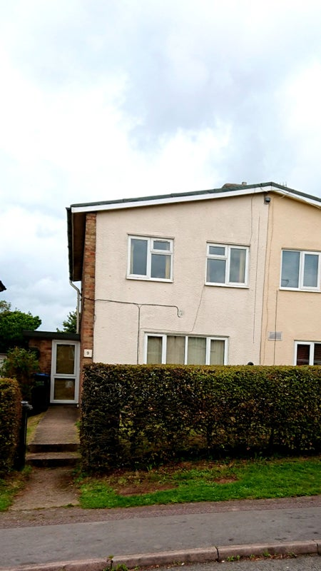 Four Bedrooms Remaining For Let In A Well Furnished 5 Bedroomed Semi Detatched Property In Hillside Hatfield From September 1st 2018