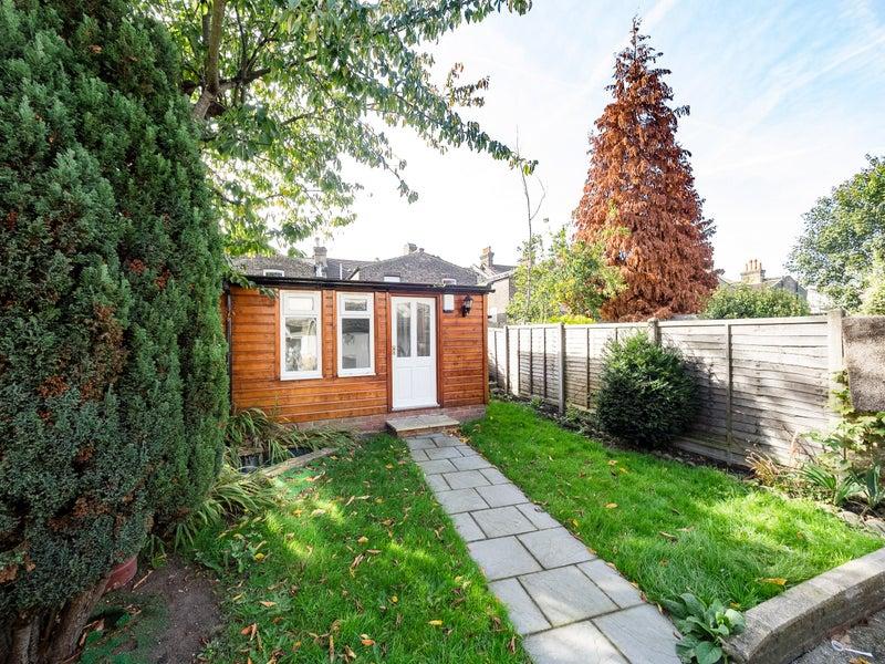 Room To Rent In East Croydon