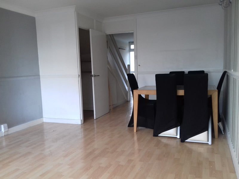 Room Rent In Guardians London