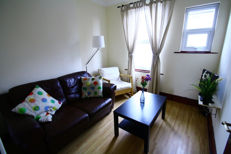 Newly Decorated Rooms Town Centre  Main Photo
