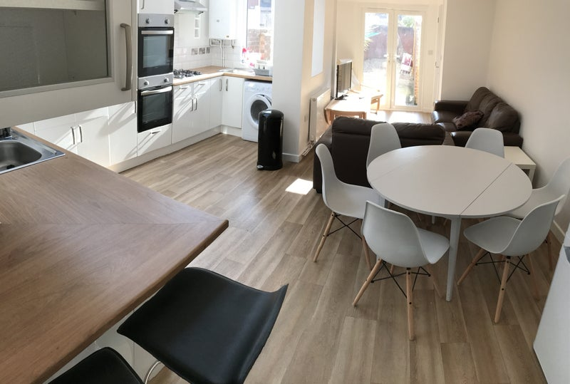Ensuite Room To Rent In Exeter