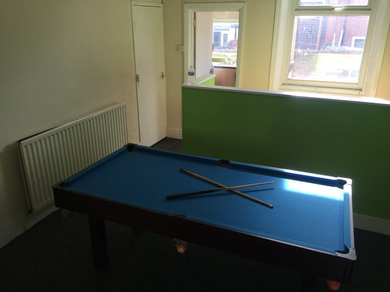 Large Double Room Available Pw Kensington Room To Rent From - Kensington pool table
