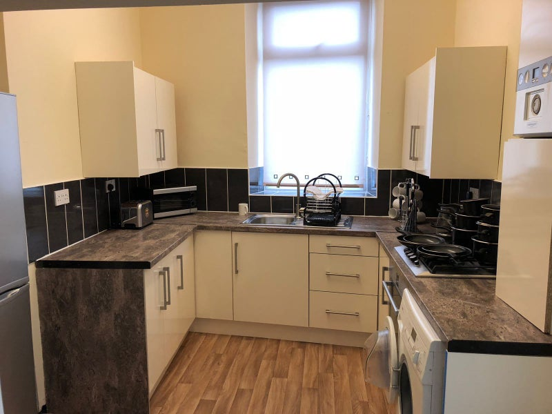 Photo 1: Newly fitted kitchen